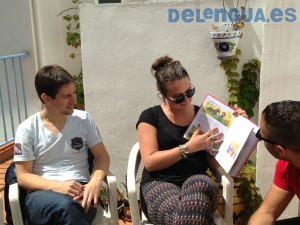 Students reading on the terrace at Escuela Delengua